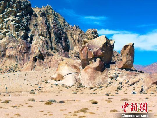 阿尔金山骆驼峰景观。(资料图) 王小军 摄