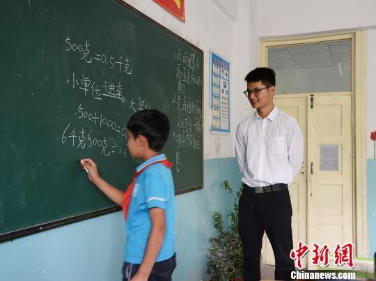 刘春韦在上课。 勉征 摄