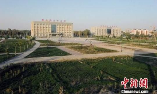 地处塔克拉玛干沙漠边缘的新疆兵团第二师三十三团建起宜居生态新城。(资料图) 杨邦力 摄