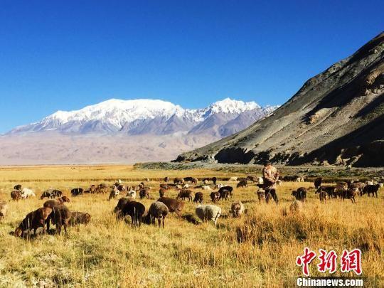 阿克陶县位于我国的西部边陲,地处新疆维吾尔自治区西南部,帕米尔高原东部。图为新疆克州地区美景。(资料图) 宋靖 摄