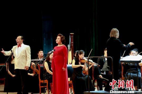 男中音醇厚优美、女高音清脆灵巧、多重唱层次分明、多语种轮番上阵,不同的演唱形式为观众带来多样的感受。 俞刘东 摄