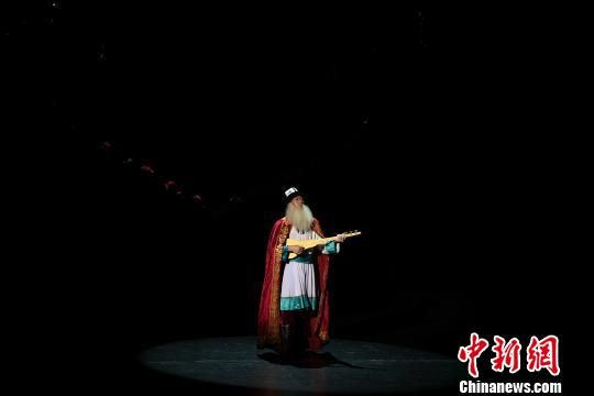 舞剧《英雄・玛纳斯》的精彩上演。 田进 摄