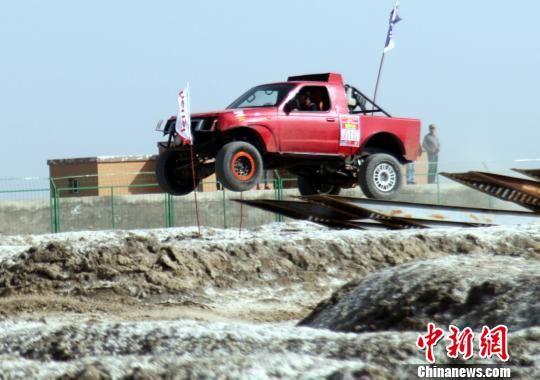 200余名选手参赛,在沙漠中上演速度与激情。 李桃 摄