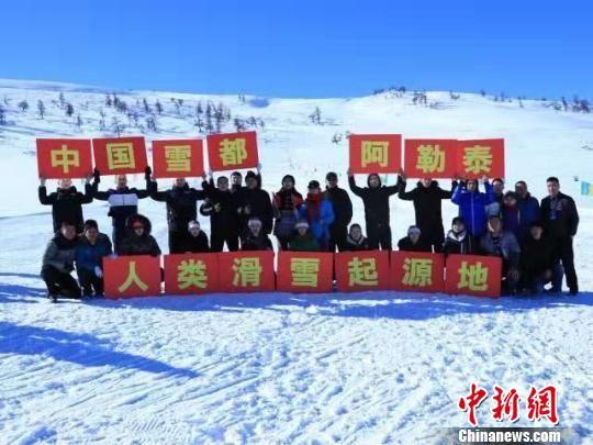 中国雪都阿勒泰出台冬季旅游优惠奖励办法,吸引游客。阿勒泰地区旅游局提供