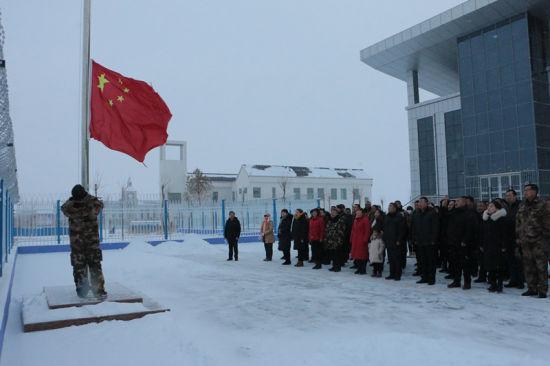 中哈边境一八六团各单位风雪无阻升国旗凸显爱国热情