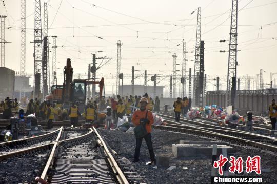 今后库尔勒将成为新疆出疆铁路南通道的起点。 李胜利 摄