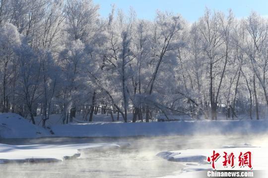 游客们不论在冬日里哪一个时段到哈巴河,都可以遇到这里的旅游活动,并可以参与其中,感受哈巴河的冬天。 哈巴河县委宣传部供图 摄