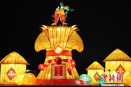 此次灯光节为八方游客献上一场浪漫的旅游盛会。 华岩明 摄