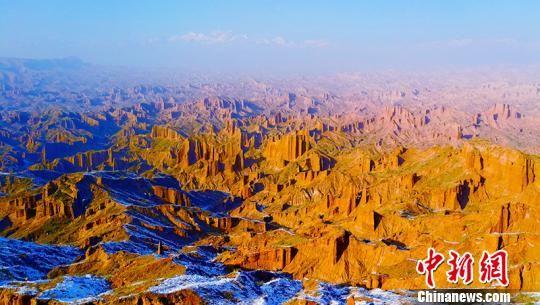 天山托木尔大峡谷景点――万山之城。 王小军 摄