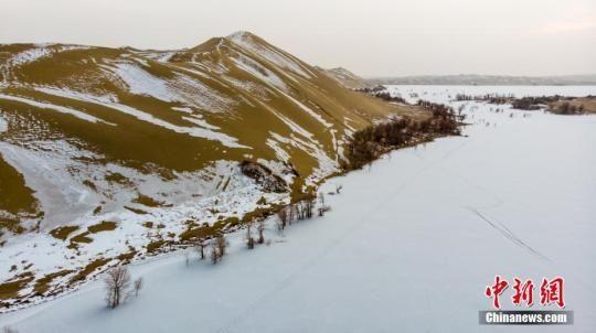 (资料图)2019年1月中旬新疆尉犁县境内塔克拉玛干沙漠雪景美如画。 李飞 摄