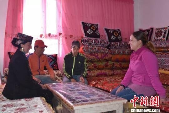 塔�h塔合曼�l白尕吾勒村村民生活。 付超 �z