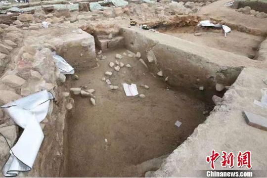 考古专家首次在新疆河湖边缘地带发现距今3000年的青铜时代晚期人类居住遗迹。 张建刚 摄