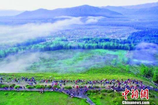 新疆阿勒泰地区推出精彩纷呈的活动,活跃旅游市场,游客接待量、旅游收入均创历史新高。阿勒泰地区文体广旅局供图