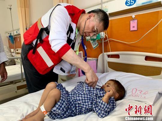接受手术的患儿均情况稳定,恢复良好,已有数名患儿踏上回国路程。 芊烨 摄