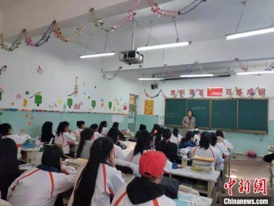 2018年8月30日,梁军萍开启了为期一年半的教育援疆行动。长治学院党委统战部供图