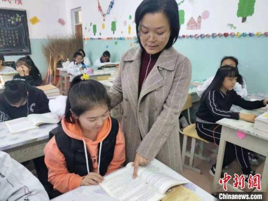 梁军萍正在上课。长治学院党委统战部供图