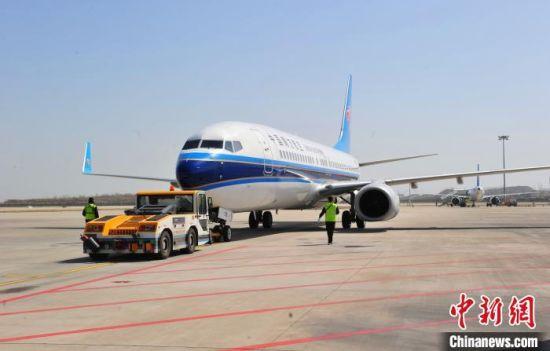 包机即将起飞 南航河南公司供图 摄