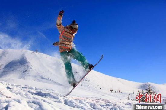 阿勒泰将军山滑雪场。 阿勒泰地区文化体育广播电视和旅游局 摄