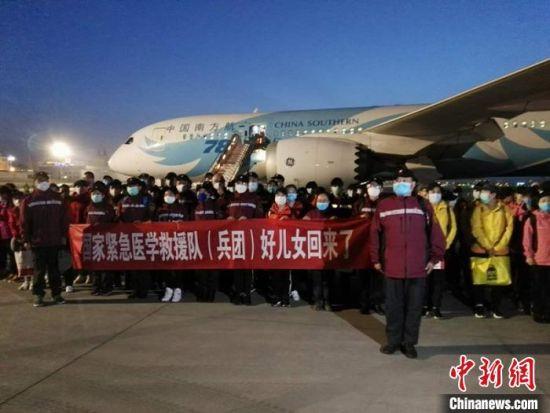支援湖北国家紧急医学救援队(新疆生产建设兵团)共有队员107人。 戚亚平 摄