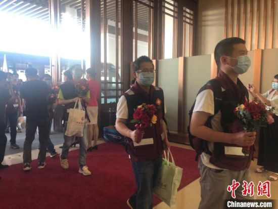 浙江援疆检测医疗队完成任务返回杭州。 汪旭莹 摄