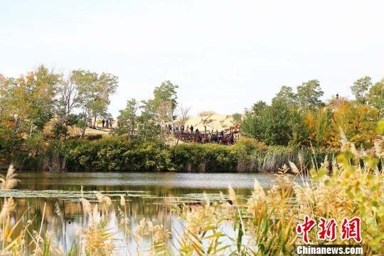 """新疆兵团首个5A级景区白沙湖层林尽染迎""""最美季节"""""""