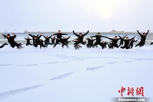 数九寒天新疆铁警开展冬季大练兵活动