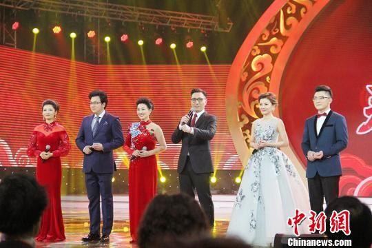 2018年新疆兵团春晚举办 张英席王传越等献唱