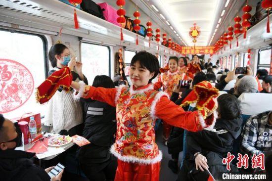 开往新疆的列车:最炫民族风