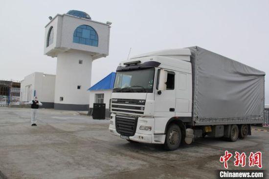 新疆边检总站全力保障口岸通关顺畅 900多万件防疫物资快速通关