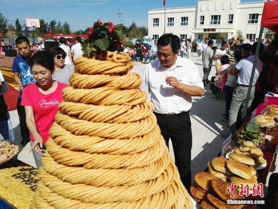 """新疆乡村美食节精彩纷呈 群众""""吃中带乐"""""""