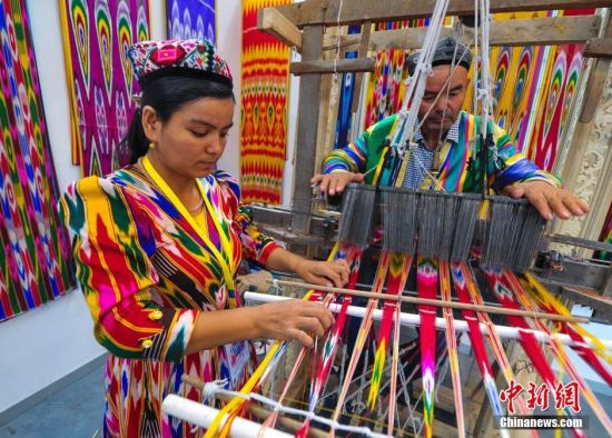 新疆举办文化创意产业博览会 集中展示文创精品