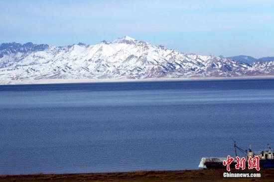 新疆赛里木湖雪后美景如仙境