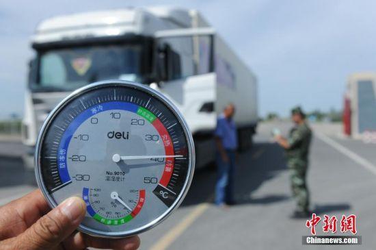 新疆边防官兵高温酷暑坚守工作一线