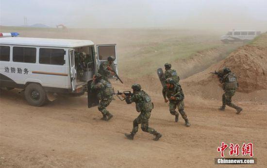 新疆阿勒泰公安边防展开边境防控联合实战演练