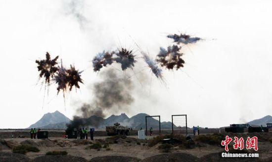 """国际军事比赛""""安全环境""""接力赛新疆库尔勒上演"""