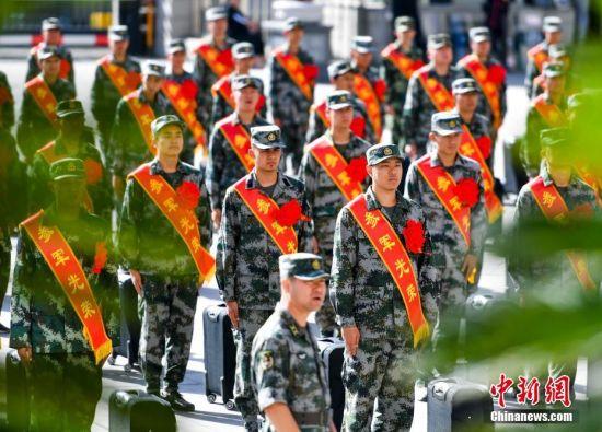新疆乌鲁木齐欢送新兵入伍