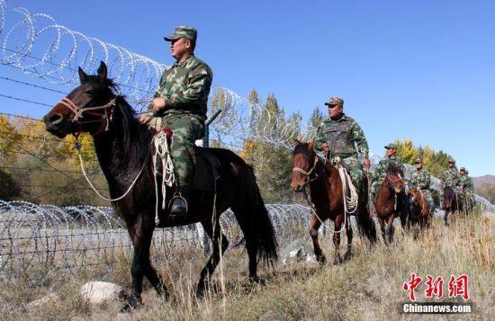 新疆北部公安边防边境踏查保稳定
