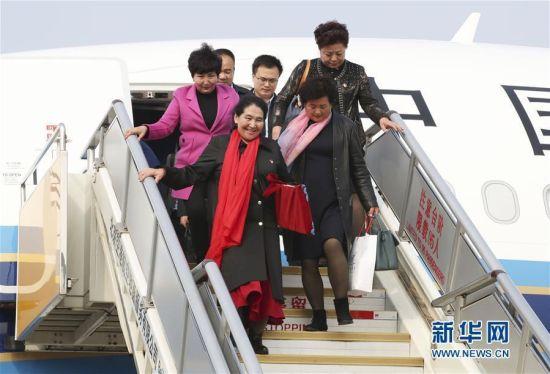 出席十九大的新疆代表团抵京