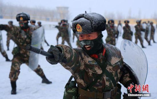 武警兵团总队官兵极寒天展开实战化训练
