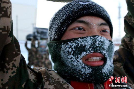 新疆北部边防新兵零下27℃严寒天气下开展训练