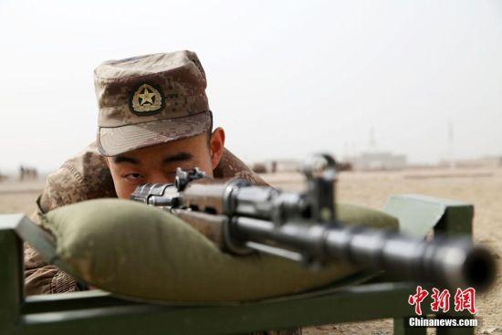 新疆军区某训练基地组织官兵开展训练