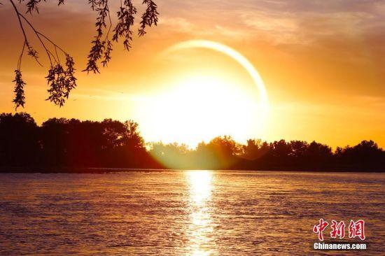 新疆哈巴河县额尔齐斯河晚霞风光别样美