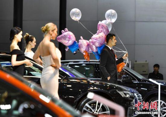 新疆3·15国际车展开幕 吸引参观者
