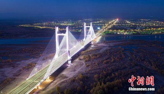 新疆首座双塔混凝土斜拉索大桥可克达拉大桥通车