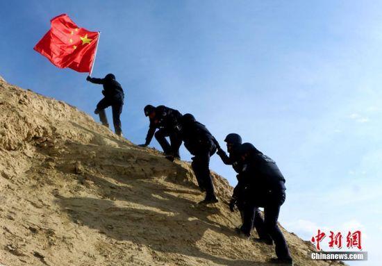 新疆边境派出所民警巡边保平安