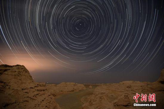 新疆巴州尉犁县星空下的罗布泊雅丹大峡谷
