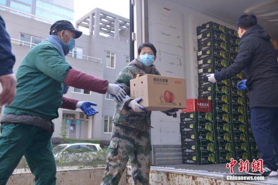 """助力抗""""疫"""" 新疆阿克苏捐赠浙江近百吨果品"""