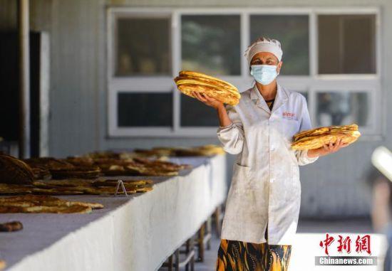 新疆柯坪乡间馕产业园助力脱贫攻坚