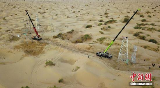 探访新疆沙漠深处电力检修尖兵
