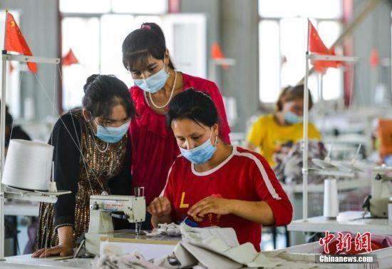 """新疆叶城:易地扶贫搬迁安置区助贫困群众彻底告别""""穷窝窝"""""""